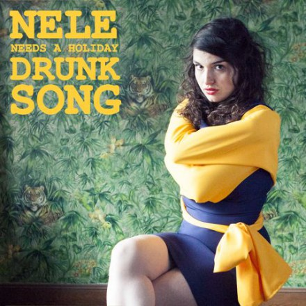 Bekijk de nieuwe video for DRUNK SONG van NELE NEEDS A HOLIDAY!