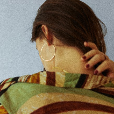 Swedish songstress  LÉON releases 'WHO YOU LOVIN' today